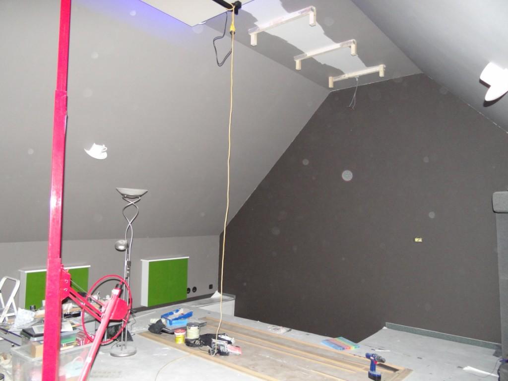 heb nu net de volledige valse plafond gehangen en deze staat al in een 1e verlaaf met alle led verlichting erin zal ik morgen es een prentje van maken